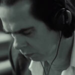 "Nick Cave & The Bad Seeds proyectan a blanco y negro la tensión de ""Jesus Alone"""