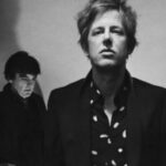 "Deleítense el oído con ""Can I Sit Next to You"" de Spoon"